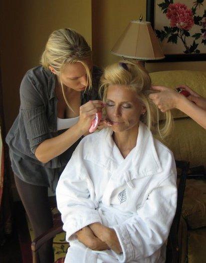 Anna Bielkheden doing makeup for Anna Anka's new tv-show